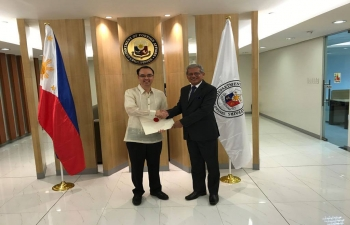 Ambassador Designate Jaideep Mazumdar met Alan Peter Cayetano, Secretary Department of Foreign Affairs. Both of them had a fruitful discussion and exchanged views on ways and means to take the Bilateral relationship forward. Ambassador Designate Jaideep Mazumdar also presented copies of credentials to the Foreign Secretary.