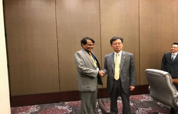 H.E Suresh Prabhu, Minister of Commerce and Industry of India meeting H.E. Hyun Chong KIM, Minister of Trade, Republic of Korea on the sidelines of 49th ASEAN-India Economic Ministers Meeting in Manila, Philippines on 9th September 2017.