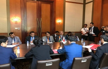 H.E Suresh Prabhu, Minister of Commerce and Industry of India meeting H.E. Hiroshige Seko, Minister of Economy, Trade and Industry of Japan on the sidelines of ASEAN-India Economic Ministers Meeting in Manila, Philippines on 9th September 2017.