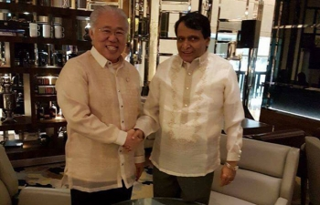 H.E Suresh Prabhu, Minister of Commerce and Industry of India with H.E. Enggartiasto Lukita, Minister of Trade of Republic of Indonesia during the 49th ASEAN-India Economic Ministers' Meeting in Manila, Philippines on 9th September 2017.