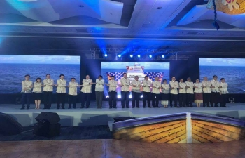 H.E Suresh Prabhu, Minister of Commerce and Industry of India with other Ministers during the Gala dinner of 49th ASEAN-India Economic Ministers' Meeting in Manila, Philippines on 9th September 2017.