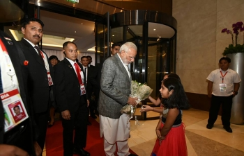 PM Narendra Modi greeted by members of Diaspora, who form an important niche group of Filipino society.