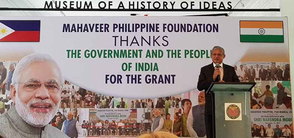 Ambassador Mazumdar handed over a cheque from Government of India amounting to US$200,000(a grant announced in November 2017 by Prime Minister Modi during his visit to the Philippines) to Mr. Shanti Sipani, Chairman of Mahaveer Philippine Foundation Inc. (MPFI).