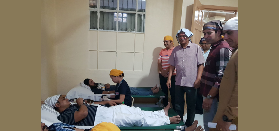 As a part of the celebration for the commemoration of 150th birth anniversary of Mahatma Gandhi, the Embassy in collaboration with Philippine Blood Centre of the Department of Health and Khalsa Diwan(Indian Sikh Temple) organized a Blood donation Camp at UN Avenue, Paco
