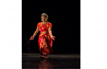 To kick off the celebrations of the 70th anniversary of the establishment of diplomatic relations between India and the Philippines, the Embassy of India in Manila organized a concert of Indian Dance which featured Ms. Amrita Lahiri, a young and highly renowned Indian Classical Dance exponent at the BGC Arts Center on January 20, 2019.