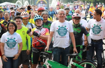 The Embassy of India in Manila in partnership with the Quezon City Local Government, the National Bicycle Organization of the Philippines and other local partners successfully organized a bicycling event in celebration of the World Bicycle Day and the 150th Birth Anniversary of Mahatma Gandhi on 02 June 2019 at Quezon City Memorial Circle.