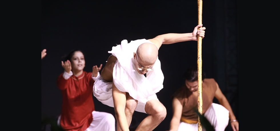 Contemporary dance group, Sadhya, led by Shri. Santosh Nair and sponsored by ICCR performed 'Remembering the Mahatma' to commemorate the 150 years of Mahatma Gandhi during the Community Event hosted in honor of Hon'ble President of India Shri. Ram Nath Kovind during his visit to the Philippines on 20 October 2019