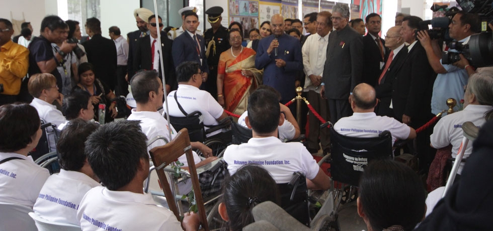 Hon'ble President Shri. Ram Nath Kovind addressing the Jaipur foot (prosthetic) beneficiaries from Mahaveer Foundation at the UP Museum of Ideas on 19 October 2019