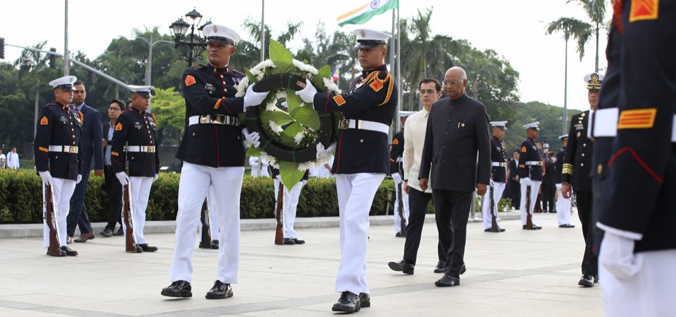 Hon'ble President Shri. Ram Nath Kovind with Manila City Mayor Francisco Moreno Domagoso during the wreath laying ceremony at Rizal Park  on 18 October 2019
