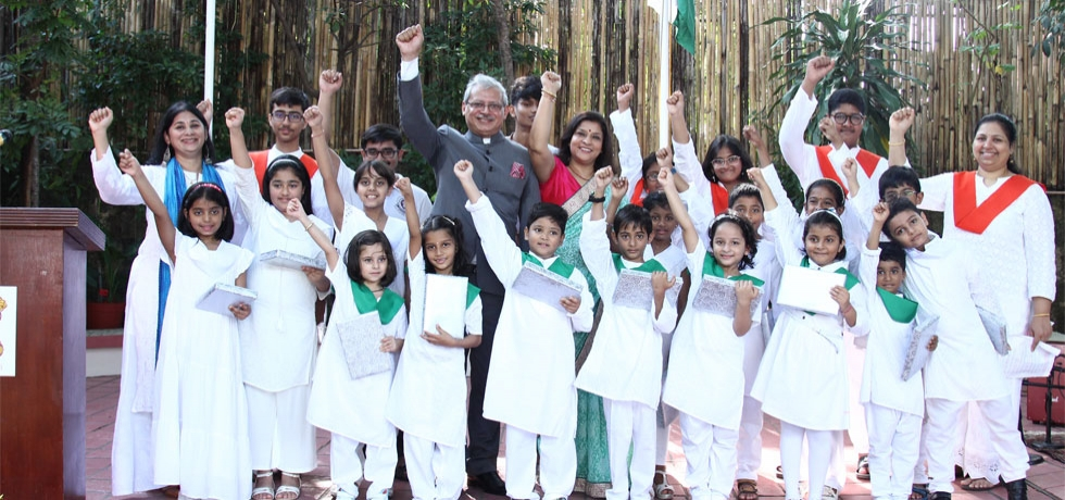 H.E Ambassador Jaideep Mazumdar and Mrs. Parvati C. Mazumdar with a group of children from Sathya Sai Spiritual Education, their teachers and musicians after their cultural performance during the Flag Hoisting Ceremony on the occasion of the 71st Republic Day of India at India House in Manila on 26th January 2020.