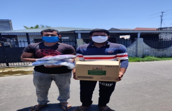 Embassy officials provided masks and hand sanitizers to students of La Consolacion University Philippines, Bulacan on 4 April 2020