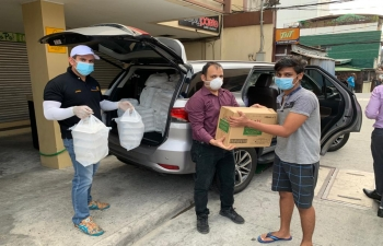 The Embassy of India, Manila along with Chairman of local Sikh Temple, Khalsa Diwan, Mr. Manjinder James Kumar distributed masks, sanitizers and food to the students of University of Perpetual Help, System Dalta in Las Piñas City on 10 April 2020
